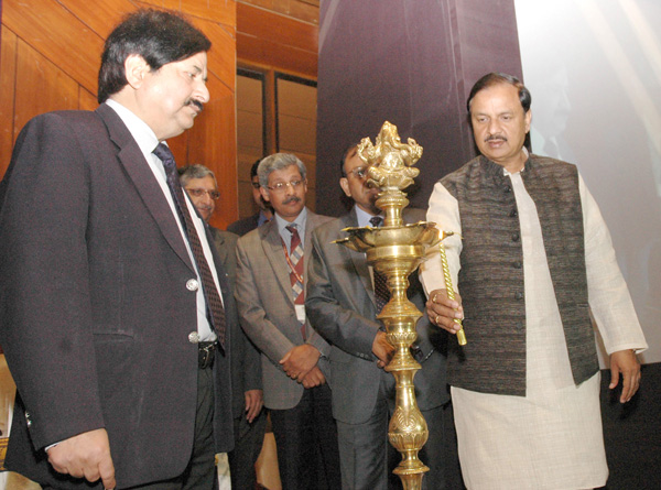 "The Minister of State (IC) for Culture & Tourism and Civil Aviation, Dr. Mahesh Sharma with senior officials of MoT, ITDC, Archaeological Department lighting the lamp to launch of the ""Sawchh Parayantan Mobile App"" at a function in New Delhi"