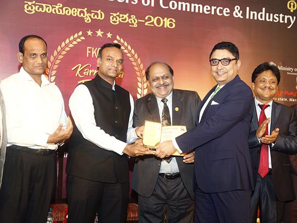 Somnath Mukherjee, GM, The Taj West End receiving the Award
