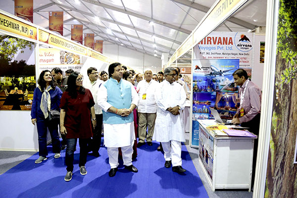 Minister of State for Tourism (IC) Shri Surendra Patwa and other dignitaries visited various stalls at MP Travel Mart in Bhopal