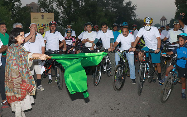 "The Secretary, Ministry of Culture and Tourism, Smt. Rashmi Verma flagging off a ""Cycle Rally"" to create awareness about Tourism, Environment and Sustainability, at India Gate, in New Delhi"