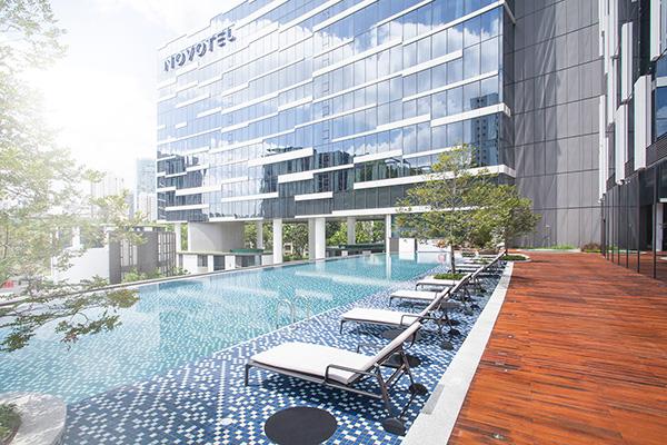 Novotel Singapore Stevens pool