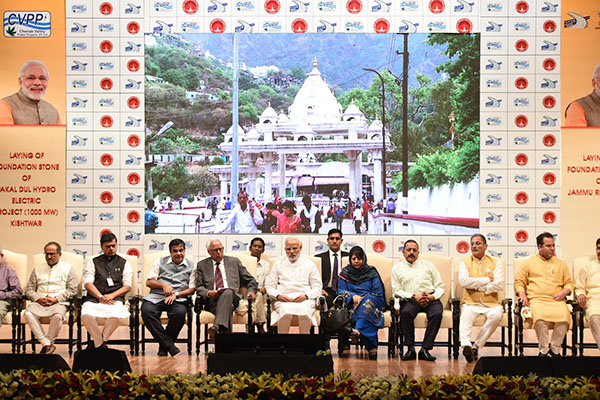 The Prime Minister, Shri Narendra Modi at the inauguration of the various projects, in Jammu. The Governor of Jammu and Kashmir, Shri N.N. Vohra, the Union Minister for Road Transport & Highways, Shipping and Water Resources, River Development & Ganga Rejuvenation, Shri Nitin Gadkari, the Minister of State for Development of North Eastern Region (I/C), Prime Minister's Office, Personnel, Public Grievances & Pensions, Atomic Energy and Space, Dr. Jitendra Singh, the Chief Minister of Jammu and Kashmir, Ms. Mehbooba Mufti and other dignitaries are also seen.