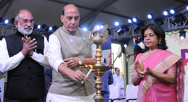 The Union Home Minister, Mr. Rajnath Singh lighting the lamp to inaugurate the countrywide Paryatan Parv, in New Delhi. The Minister of State for Tourism (I/C), Mr. Alphons Kannanthanam and the Secretary, Ministry of Tourism, Smt. Rashmi Verma are also seen.