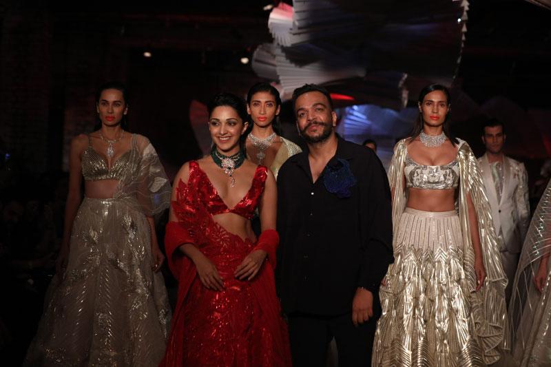 Kiara-Advani-and-Amit-Aggarwal-showcasing-at-FDCI-India-Couture-Week-2019